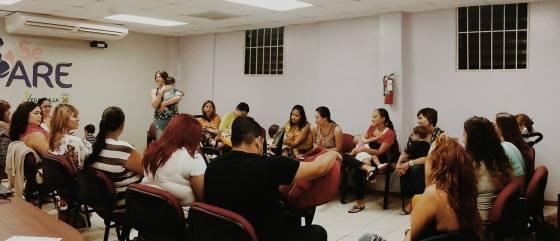 Grupo de apoyo de lactancia en las oficinas de SePare. (foto SePare, Facebook)